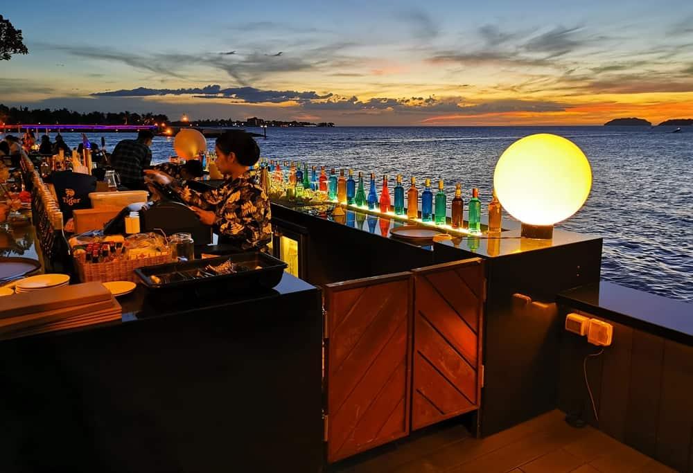 Al-fresco sunset bar