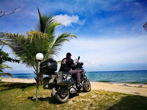 borneo-malaysia-ride-kuala-penyu-beach