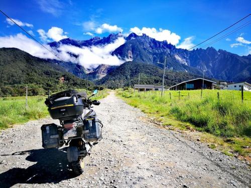borneo-ride-kundasang-mount-view