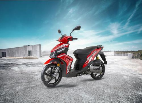 benelli-vz125i-scooter-red-motion